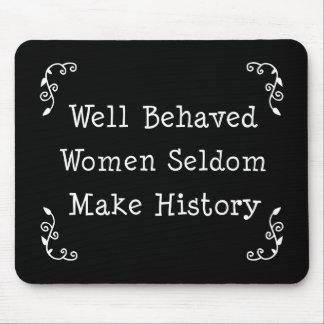 Mujeres bien comportadas mouse pad