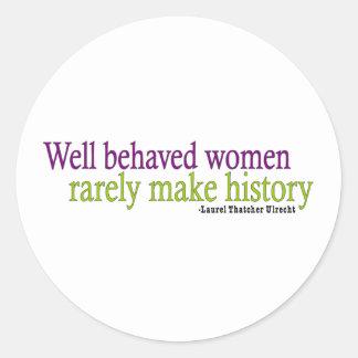 Mujeres bien comportadas etiqueta redonda