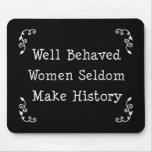 Mujeres bien comportadas tapete de ratón
