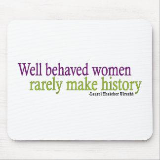 Mujeres bien comportadas alfombrillas de ratón