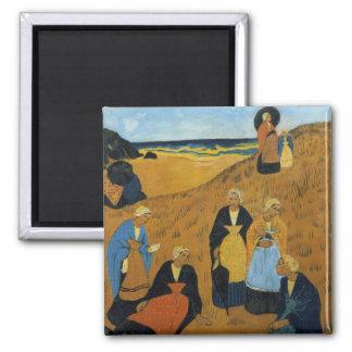 Mujeres bretonas jovenes que llevan los mantones imán cuadrado