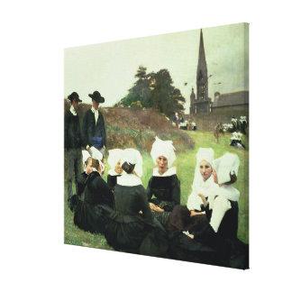 Mujeres bretonas que se sientan en un perdón impresión en lienzo estirada
