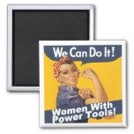 Mujeres con el imán de las herramientas eléctricas