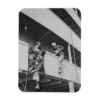Mujeres de la Segunda Guerra Mundial que saltan la Iman De Vinilo