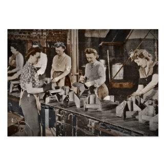Mujeres de WWII en planta de fabricación Tarjetas De Visita Grandes