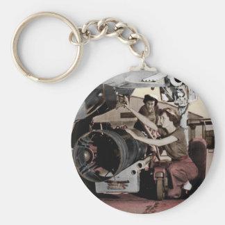 Mujeres de WWII que trabajan en el aeroplano Llavero Redondo Tipo Pin