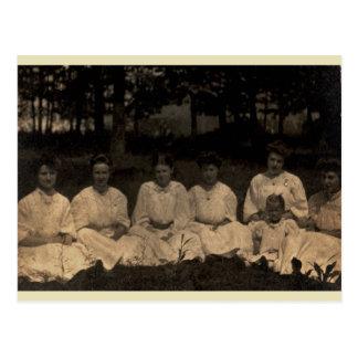 Mujeres en blanco tarjetas postales