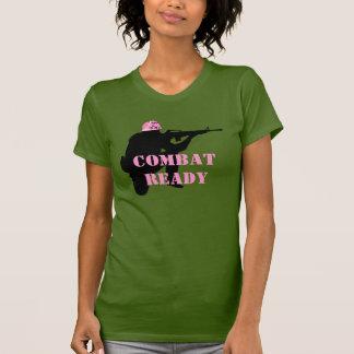 Mujeres en camiseta del casco del rosa del combate