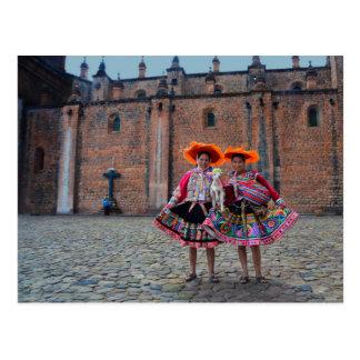 Mujeres en la ropa tradicional, Cusco, Perú Postal