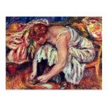 Mujeres en Schuhbinden de Pierre-Auguste Renoir Postal