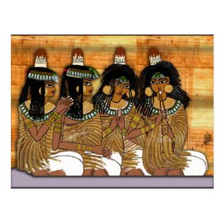 mujeres en un banquete postales