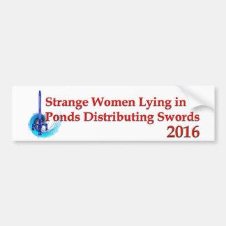 Mujeres extrañas que mienten en las charcas 2016 pegatina de parachoque