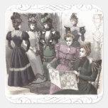 Mujeres hermosas del Victorian en vestidos largos Pegatina Cuadrada