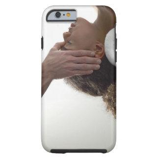 Mujeres jovenes que disfrutan de un masaje funda resistente iPhone 6