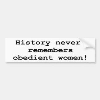 Mujeres obedientes etiqueta de parachoque