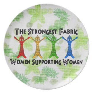 Mujeres que apoyan a mujeres plato
