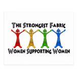 Mujeres que apoyan a mujeres postal