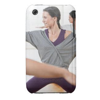 Mujeres que hacen aeróbicos carcasa para iPhone 3