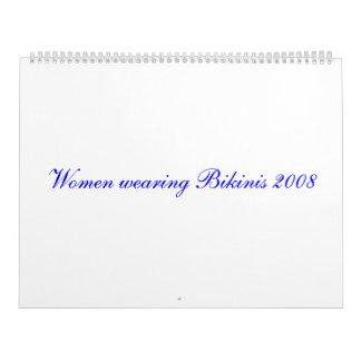 Mujeres que llevan el calendario de los bikinis