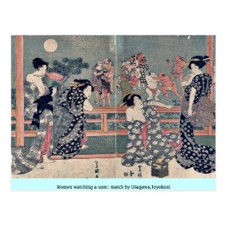 Mujeres que miran un sumō hacer juego por Utagawa, Postales