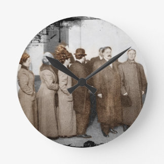 Mujeres que se registran al voto reloj de pared