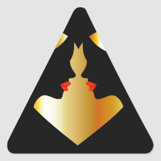 Mujeres que susurran en la oscuridad que forma un pegatina triangular