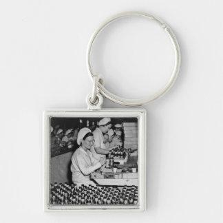 Mujeres que trabajan en la planta WWII de las muni Llavero Personalizado