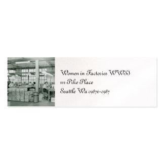 Mujeres que trabajan las municiones tarjetas de visita mini