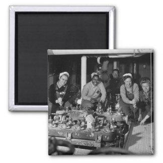 Mujeres Shipfitters que trabaja en el submarino na Imán Para Frigorifico