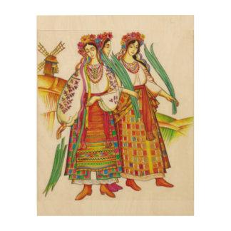 Mujeres ucranianas en el vestido tradicional de cuadros de madera