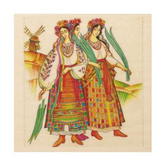 Mujeres ucranianas en el vestido tradicional de impresiones en madera