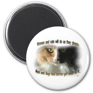 Mujeres y gatos… imán redondo 5 cm