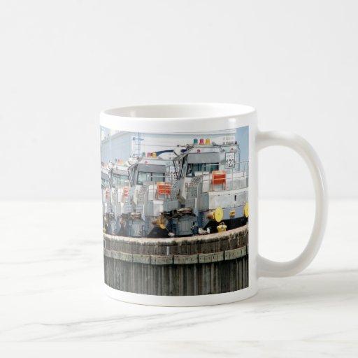 """""""Mulas eléctricas,"""" cerraduras de Pedro Miguel, Ca Taza De Café"""