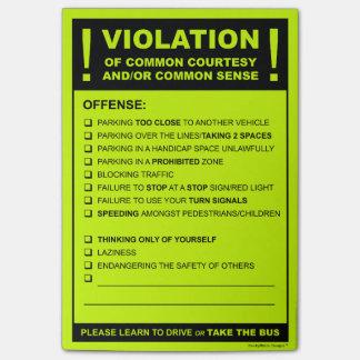 Multa de aparcamiento falsa que conduce la post-it® nota