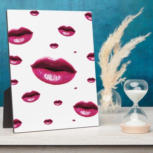 Multi Lips Plaque