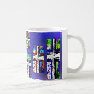 Multicolor cruzado cristiano del collage por taza clásica