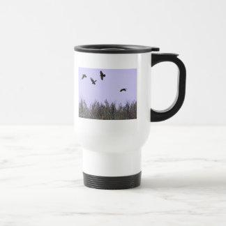 Multitud de cuervos tazas de café