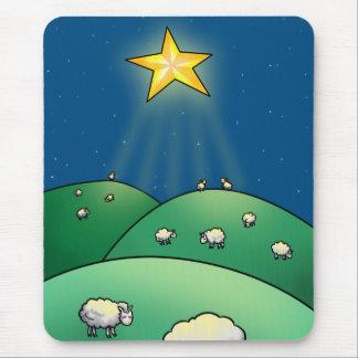 Multitud de ovejas debajo de la estrella del alfombrilla de ratones
