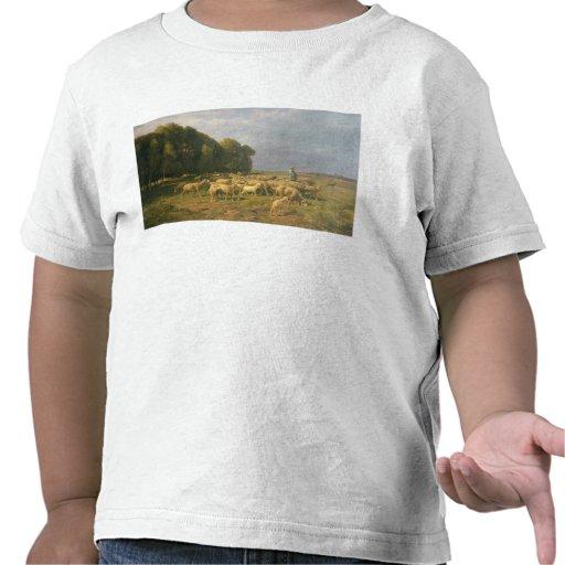 Multitud de ovejas en un paisaje camiseta
