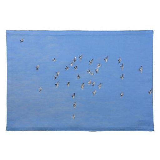 multitud de palomas mantel