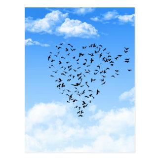 Multitud del corazón del amor de los pájaros tarjetas postales