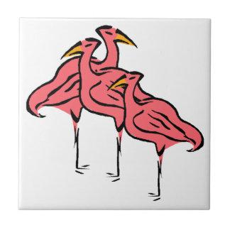 Multitud rosada retra de los pájaros del flamenco azulejo cuadrado pequeño