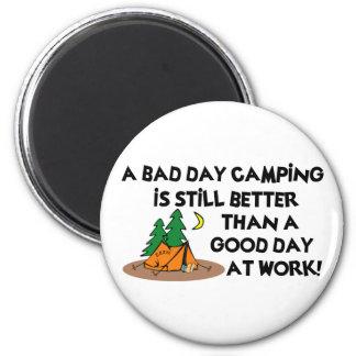 Mún día que acampa… iman de nevera