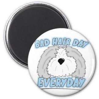 Mún imán del perro pastor del día del pelo