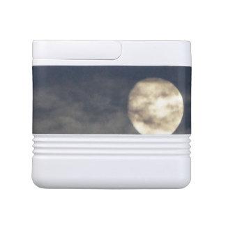 Mún levantamiento de la luna hielera igloo