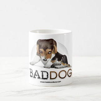 Mún perro, café divertido del perro y taza del té