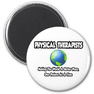 Mundo de los terapeutas físicos… un mejor lugar imán redondo 5 cm