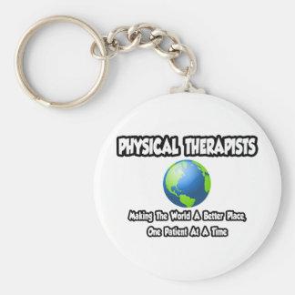 Mundo de los terapeutas físicos… un mejor lugar llavero redondo tipo pin