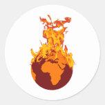 Mundo en el fuego pegatina redonda