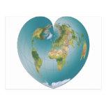Mundo en forma de corazón tarjeta postal